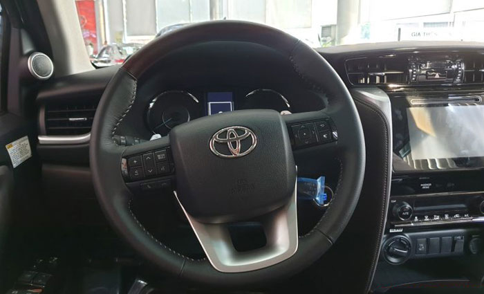 toyota fortuner 2.8at 4x4 anh 9