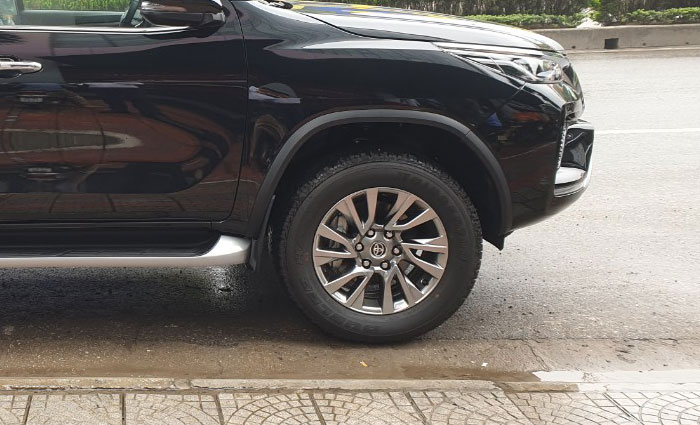 toyota fortuner 2.8at 4x4 anh 5