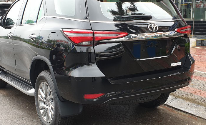 toyota fortuner 2.8at 4x4 anh 7